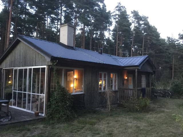 Mysig stuga vid Sandhammaren - Löderup - Дом