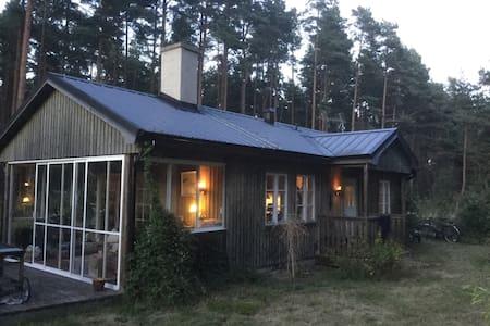 Mysig stuga vid Sandhammaren - Löderup - Talo