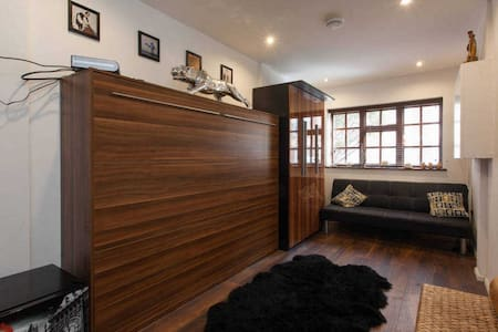 Studio in historic Narrow street -Zone 2 - Londra