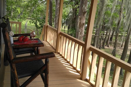 Lakefront Upstairs Getaway with Gorgeous View - Campti - 独立屋