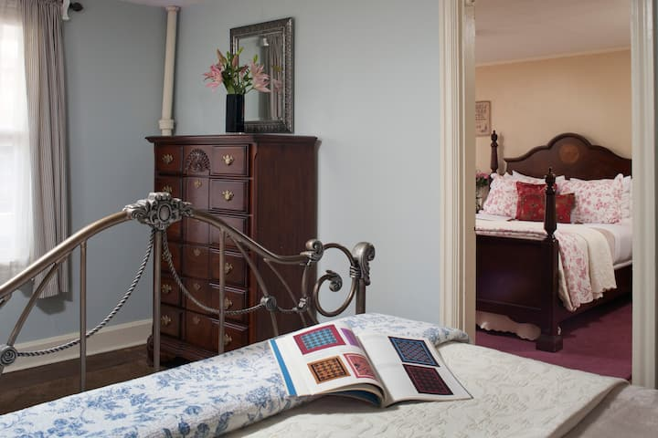 Carlisle House Bed and Breakfast - Hayes Suite