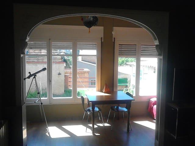 Habitacio doble a casa amb jardi - Súria - Dům