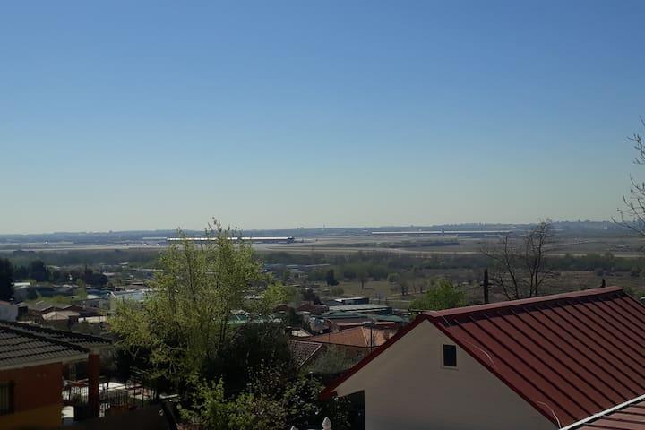 CASITA CON PISCINA  CERCA AEROPUERTO  E IFEMA
