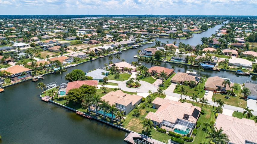 Enjoy the waterfront lifestyle in a beautiful tropical setting