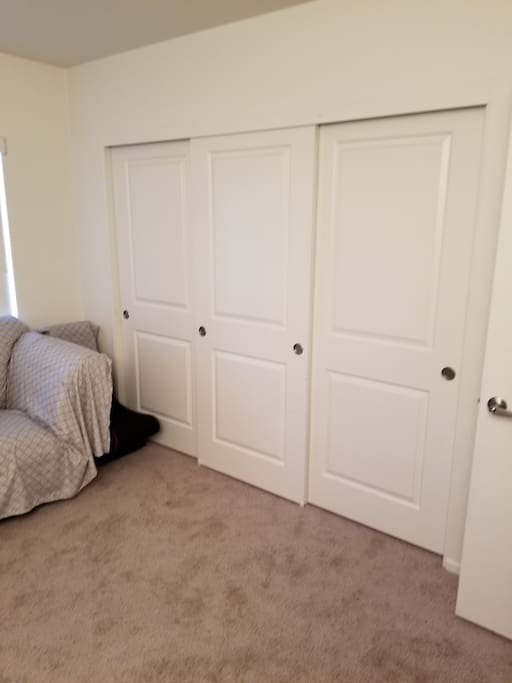 Big closet space to hang clothes and put belongings in