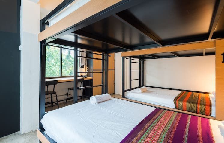 BTS Asok, 5Min,FreeWifi,Private Room for 4 People!