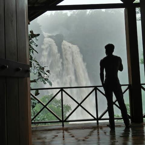 Aberdeen Water Falls Emotion Cabin