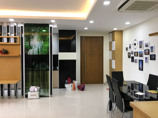 Luxury HoTay View Apartment in Watermark - Nghĩa Đô - Flat