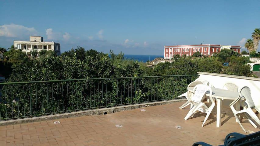 APPARTAMENTO IN VILLA CON TERRAZZA - Casamicciola Terme - Wohnung