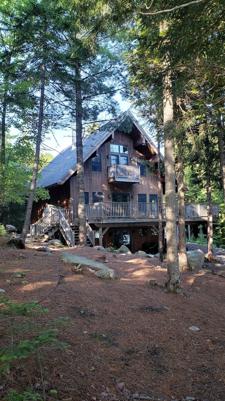 Lakefront Home for 12 with Treehouse and Kayaks