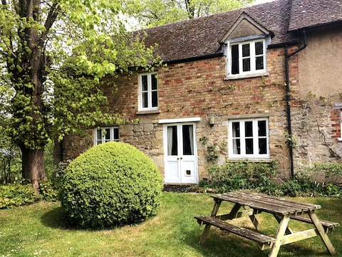 Idyllic country cottage, close to central Oxford
