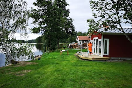Guesthouse by the lake! Gästhus vid sjön!