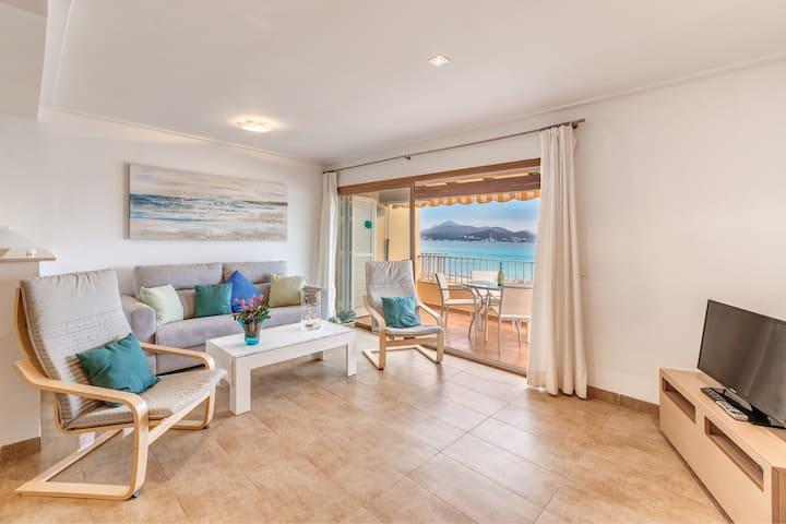 Appartamento ''Buganvilia Sea'' direttamente su Spiaggia con Vista Mare, Balcone, Wi-Fi e Aria Condizionata; Parcheggio disponibile