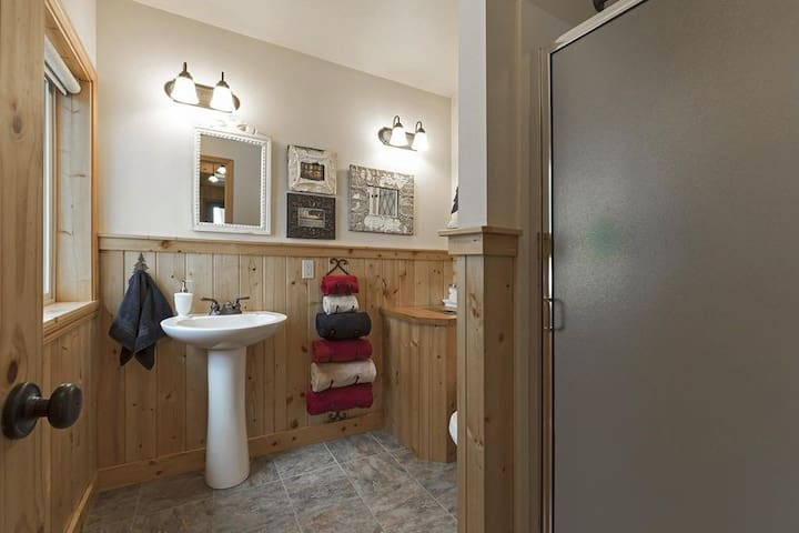 Bunkhouse Bathroom  Not included in this listing - to book please visit https://www.airbnb.com/rooms/35649761