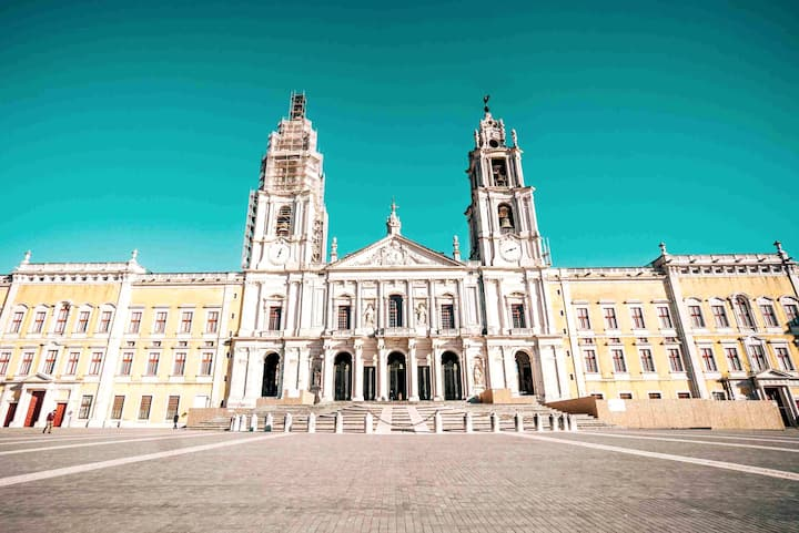 Visit the colossal Palace of Mafra
