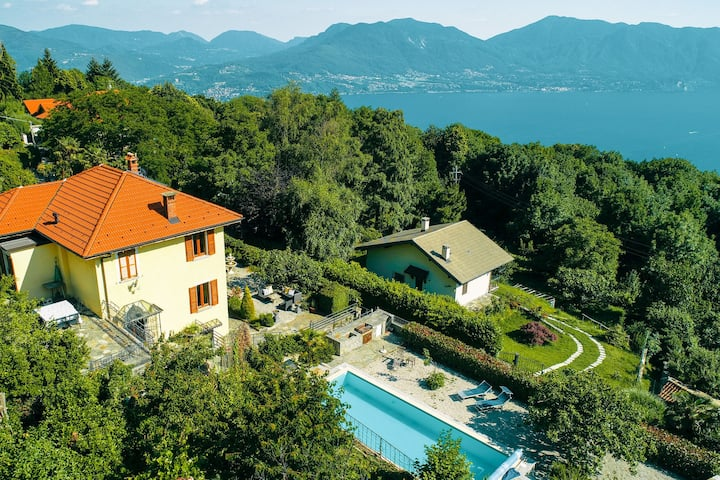 Villa with private pool and view of the lake
