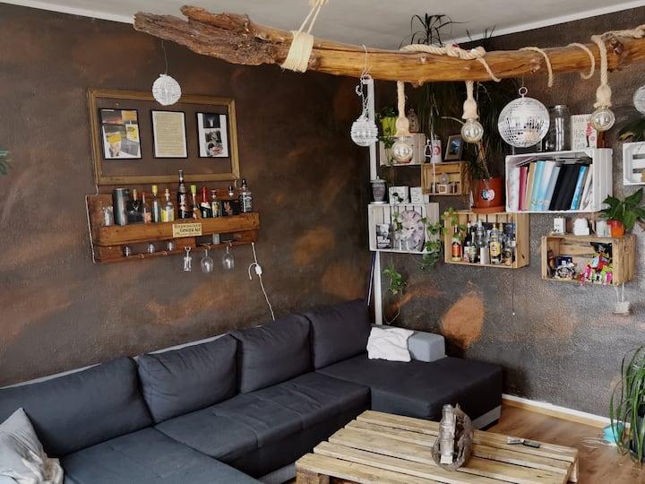 Kreativ eingerichtete Wohnung mit toller Aussicht