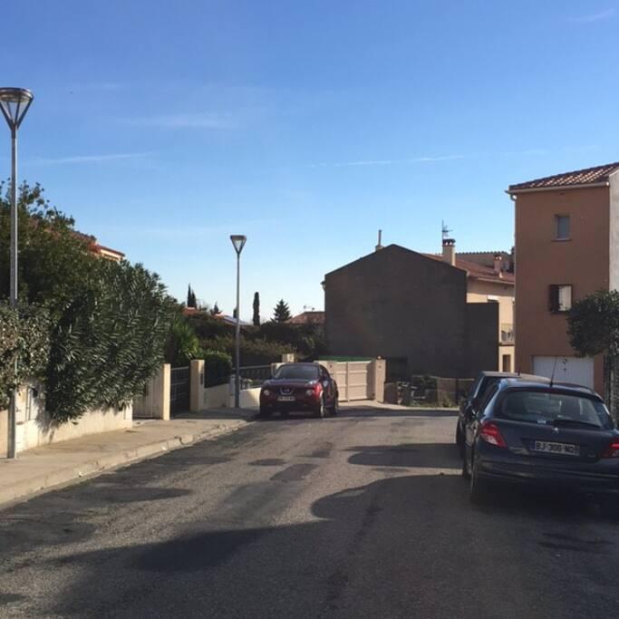Une rue calme en bordure de la vieille ville ... à deux pas des commerces et de la place du marché