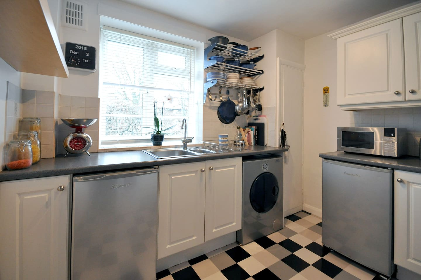 clean kitchen, washing machine, fridge, freezer , microwave