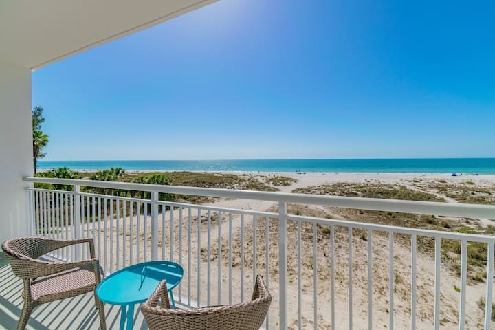 Direct Oceanfront 2 bed/2 bath on Treasure Island