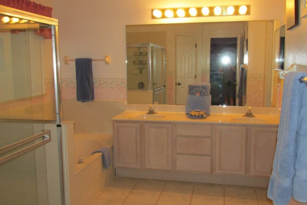 Sweet Home Vacation Disney Rentals Vacation Homes Florida Orlando Windward Cay (bathroom)