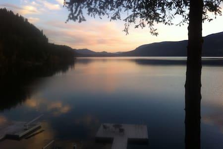 English Cove Chalet - Christina Lake