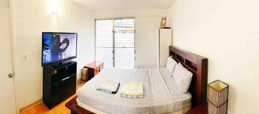 Amazing room, heart of Waikiki, 5 min walk 2 beach