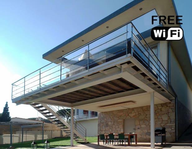 Modern and spacious 6 person villa with seaview. - L'Escala - Villa