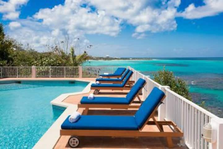 Villa Romeo- Oceanfront Shoal Bay East!