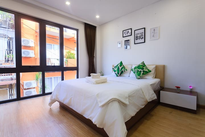 ⭐️ DELUXE ROOM ⭐️@ near Ben Thanh Market.