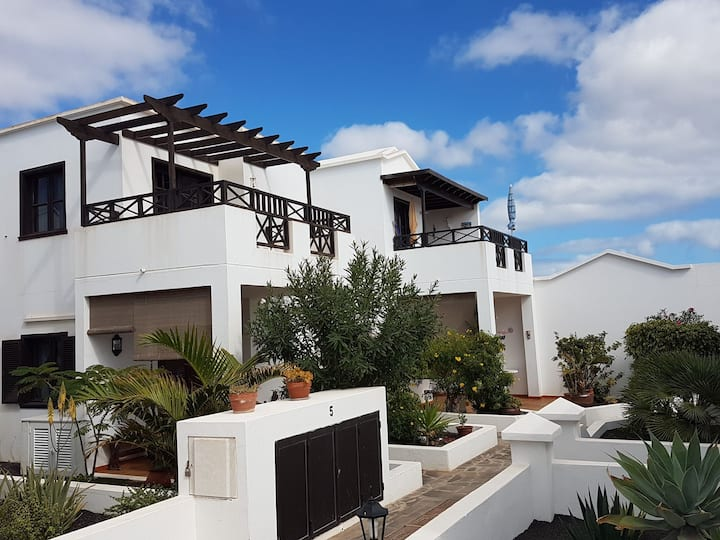 Fabulous apartment close to the beach with pool