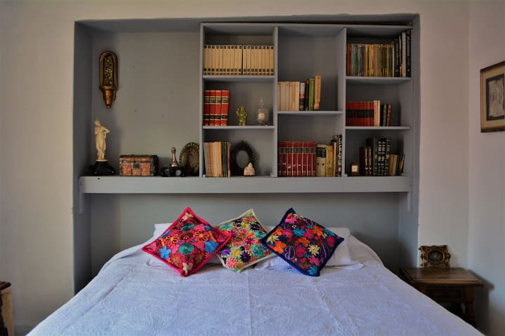Suite King con balcón: Cordelia Urueta CASA MARFIL