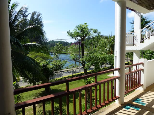 Beautiful apartment (B302) 200m to beach, 4-6 pax