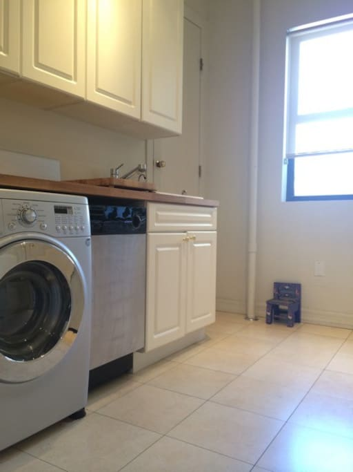 The kitchen features a four-burner electric stove, oven, dishwasher, and a Euro-style combination washer/dryer