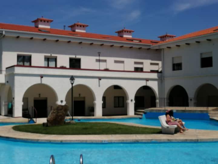 Urbanizacion privada, con piscina. A 50m playa.