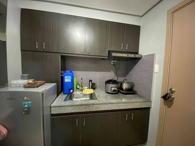 TOMAS MORATO (1 BR Condo) for 4 at MPlace Tower D