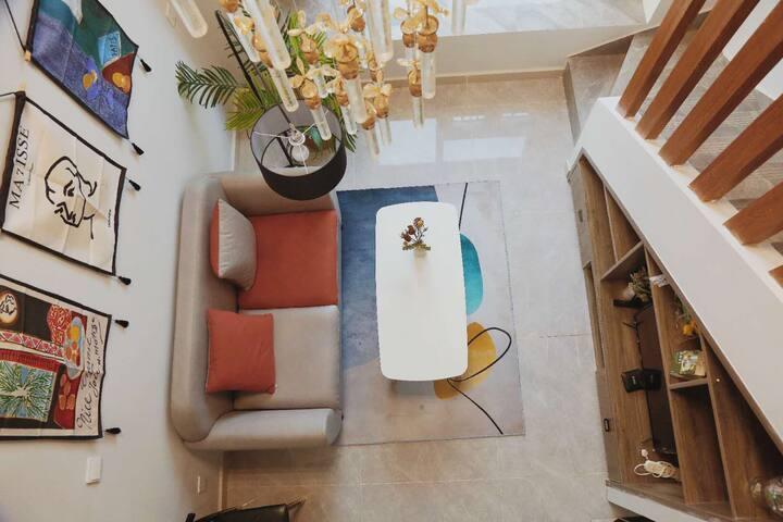 辰鹿的温馨小居loft4.5米全景落地玻璃世界之窗海底世界展览馆湖南卫视广电中心正对面全新复式公寓