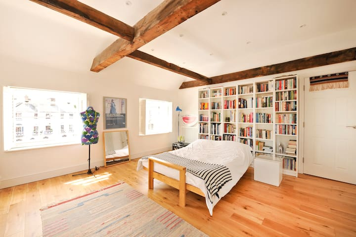 Grade II listed rooftop apartment in heart of town - Bury Saint Edmunds - Leilighet