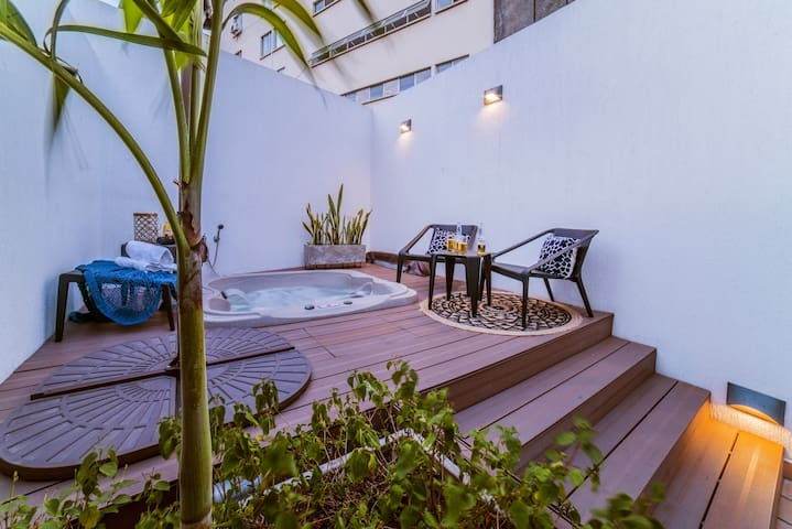 Granada Executive Suites - First Class, Rooftop, Jacuzzi Living Penthouse