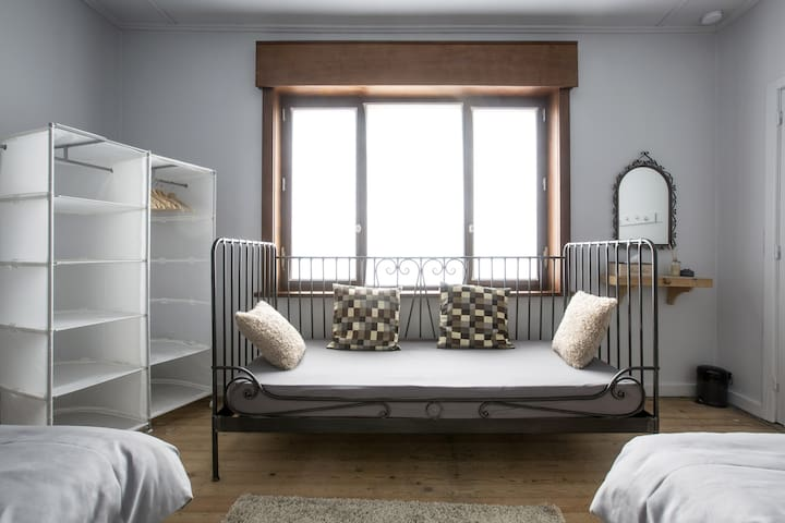 SleepSheep & SleepWell: room 4+ Parking/Kortrijk - Harelbeke - Hus