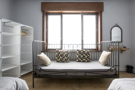 SleepSheep & SleepWell: room 4+ Parking/Kortrijk - Harelbeke - Casa