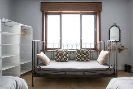 SleepSheep & SleepWell: room 4+ Parking/Kortrijk - Harelbeke - Hus