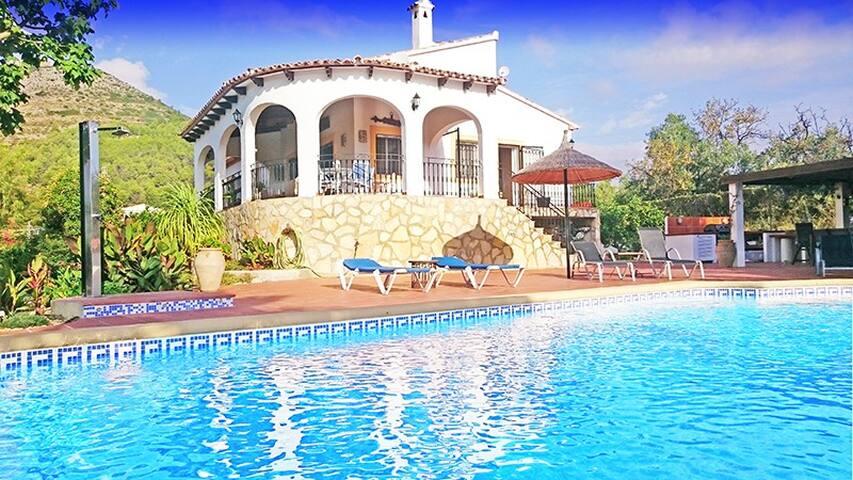 Spaanse finca met privaat zwembad in Jalón-Vallei
