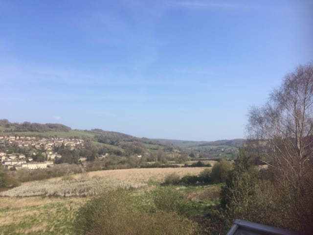 Ensuite double room with beautiful views in Stroud