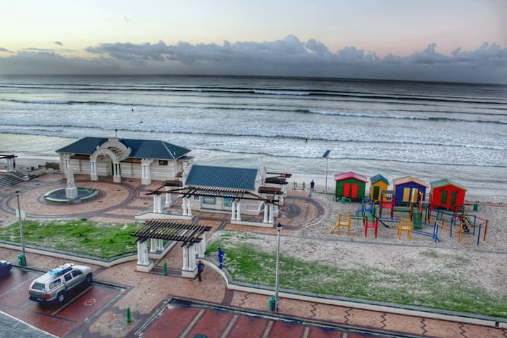The Empire, Muizenberg - Beachfront Apartment