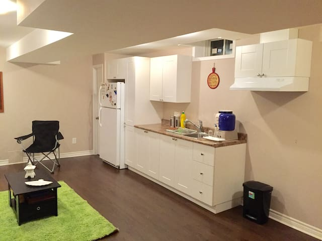 Beautiful Suit apartment Private!  (2 TWIN BEDS)