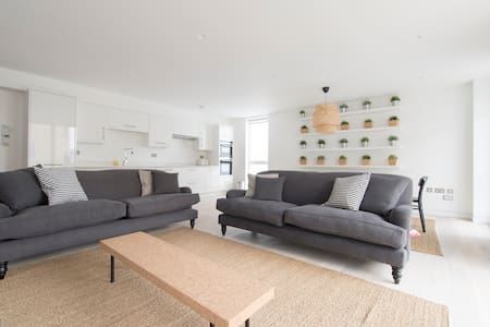 The Curtain 4 (1) - 2 Bed - London - Apartment