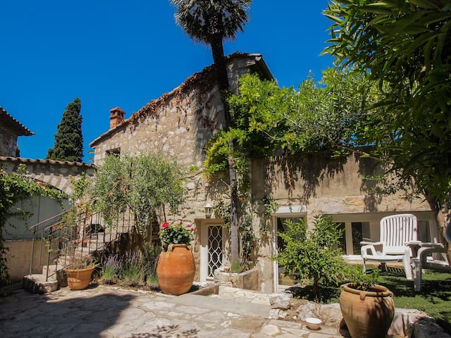Charming villa with garden next to Nice 100m2 - Cagnes-sur-Mer - Casa