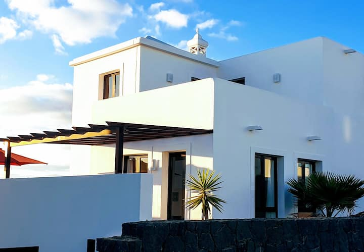Villa Maria: private pool, sleeps 6, happy hols!