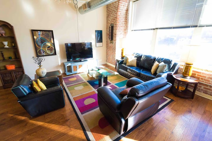 NYC LOFT! Bring the group for FUN in KC!!!